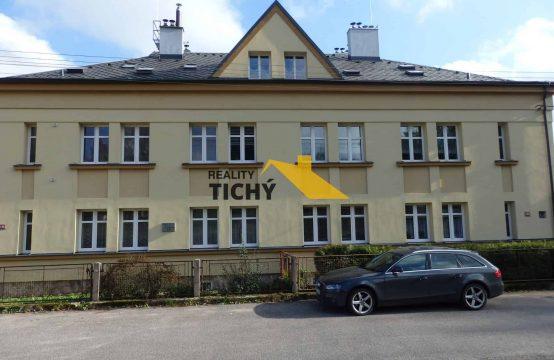 Prodej, pěkný byt 2+kk OV a garáž Hronov – NOVINKA