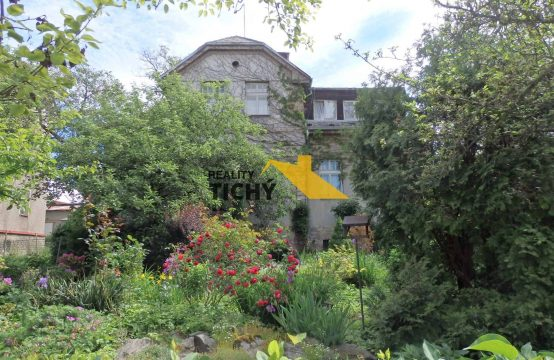 Prodej, prvorepubliková vila se zahradou v centru (1/2 podíl), Nové Město nad Metují – REZERVACE